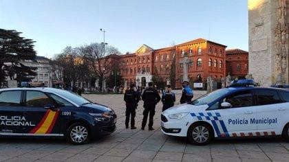 Un policía dispara en la pierna a un hombre que le perseguía con un hacha en Valladolid