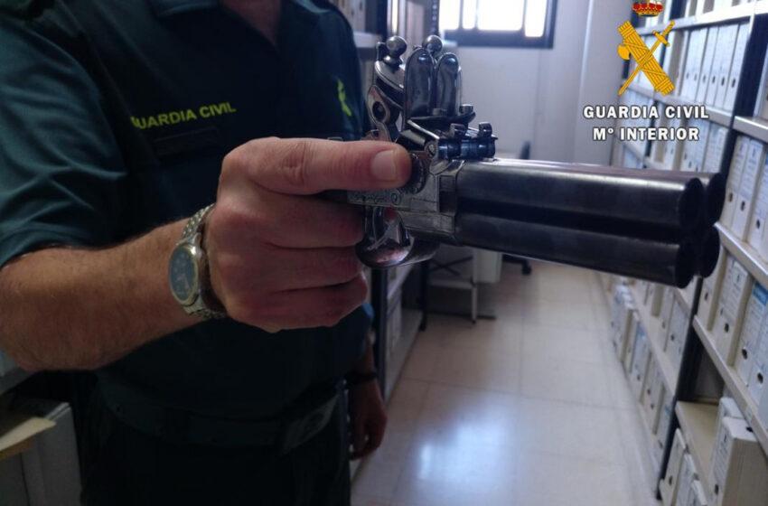 La Guardia Civil solo informará por correo electrónico o SMS sobre la caducidad de las licencias de armas u otras gestiones similares