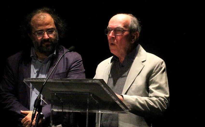 'Mientras tanto' y otros poemas traducidos al português por José Eduardo Degrazia
