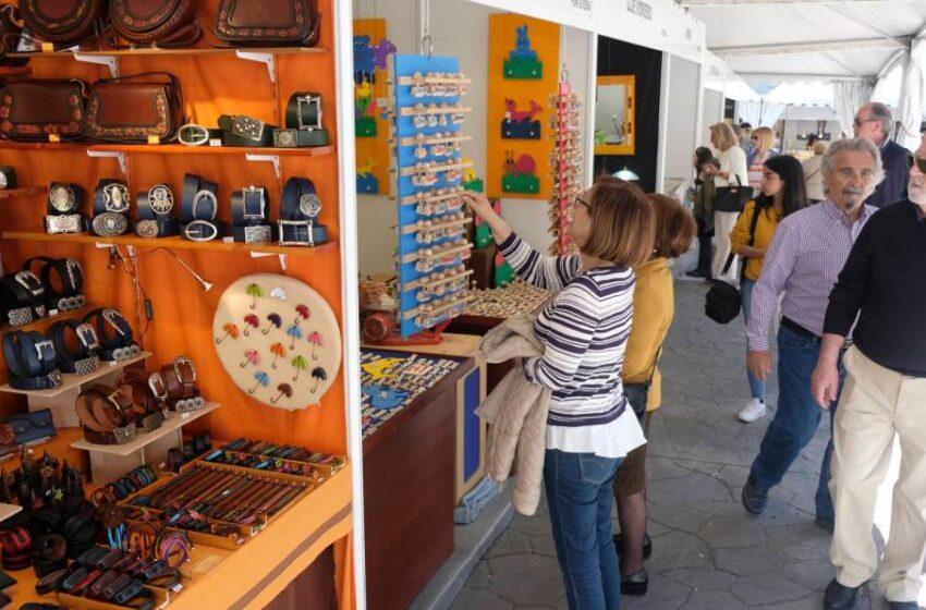 La Feria de Artesanía vuelve a la plaza de los Bandos entre el 23 de abril y el 3 de mayo