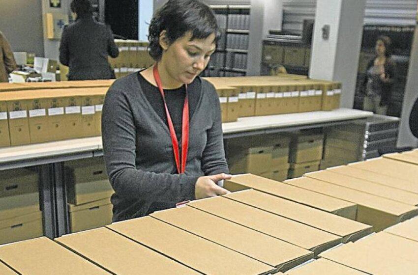 Denuncian que la Generalidad se llevó este viernes más de 20.000 documentos del Archivo de Salamanca