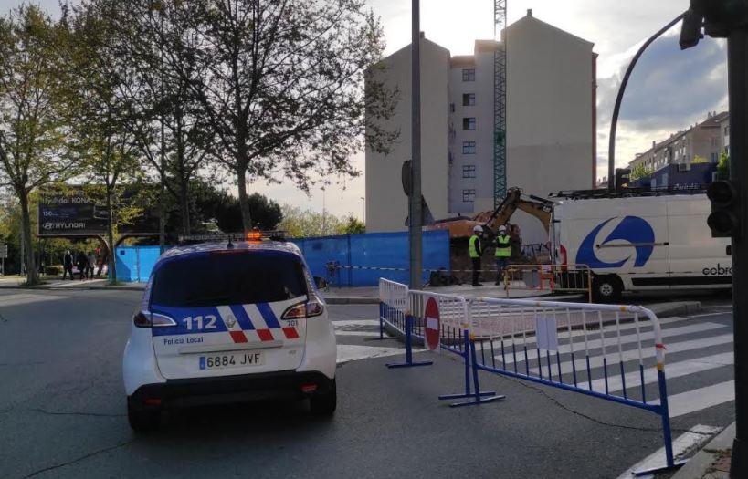 Una tubería se rompe en la calle Federico de Onís