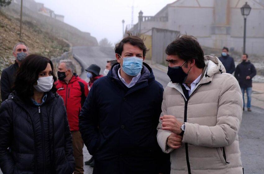 Mañueco culpa a Sánchez de crear «miedo y confusión» con la vacunación y le exige que el Gobierno lidere la compra