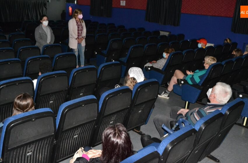 Sesión de igualdad en el Cine Juventud con la proyección de 'Figuras Ocultas'