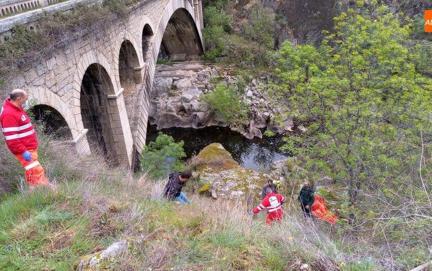 Guardia Civil y Urgencias del Sacyl rescatan a una mujer en el puente Resbala de Saldeana