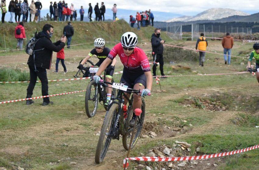 Los ciclistas disfrutan en Guijuelo del primer Trofeo Escuelas BTT y del I XCO BTT