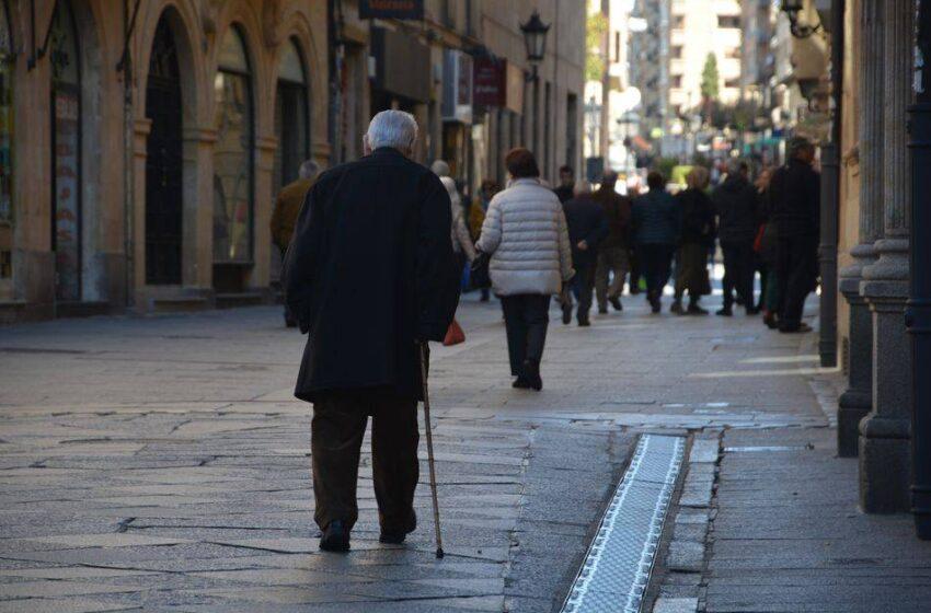 Escrivá dará hasta 12.060 euros a quienes retrasen su jubilación y reducirá la de quienes se jubilen antes