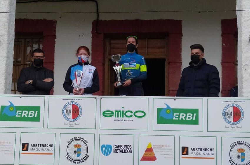 Victoria paraHyD Escuela de Ciclismo Salmantina y Claudia Parra enel GP Albares de la Ribera