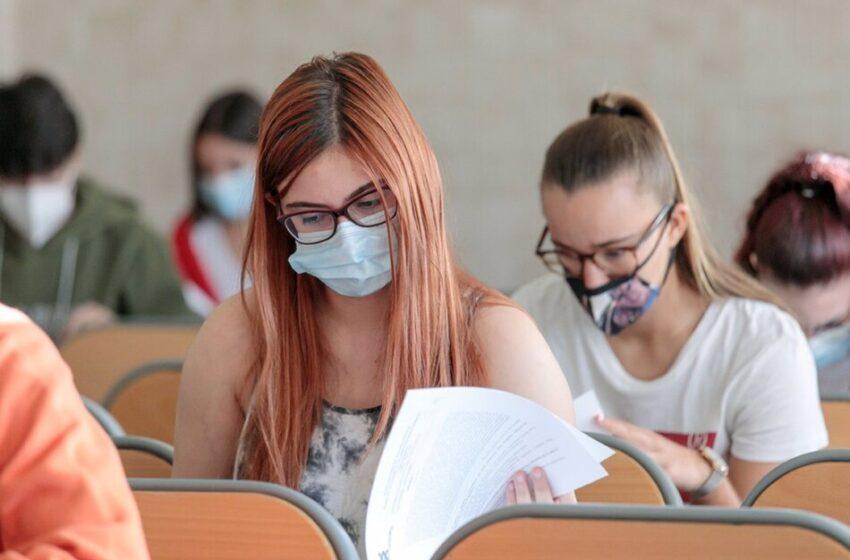 Sanidad recomienda hacer la EBAU asegurando una distancia de 1,5 metros y ventilar 15 minutos antes las clases