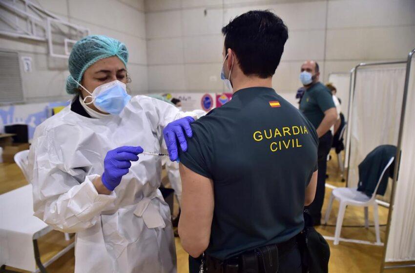 Policías y guardias civiles insisten en que la Generalitat de Cataluña «elude citarles» para vacunarse como Mossos