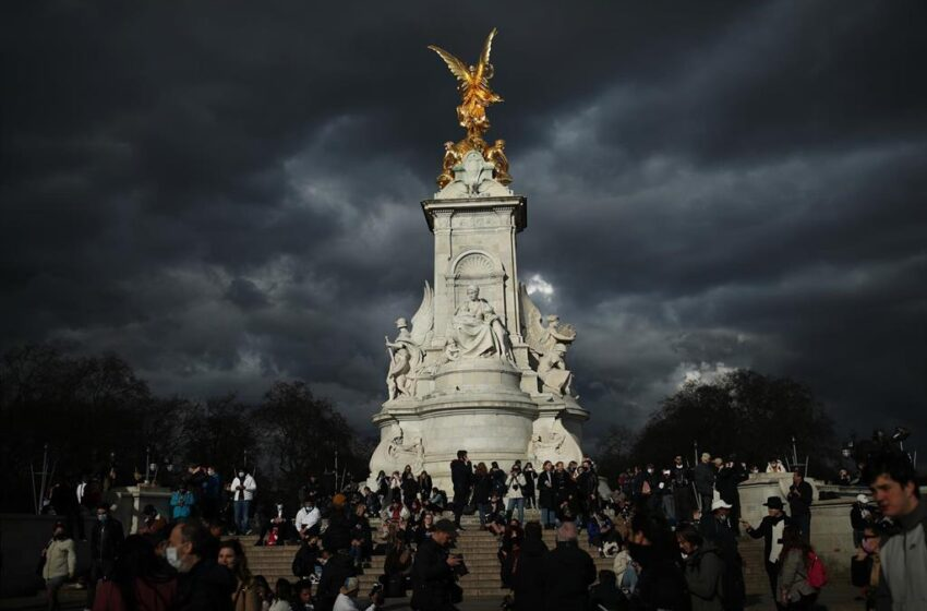 Reino Unido comienza la despedida del duque de Edimburgo con salvas nacionales a mediodía