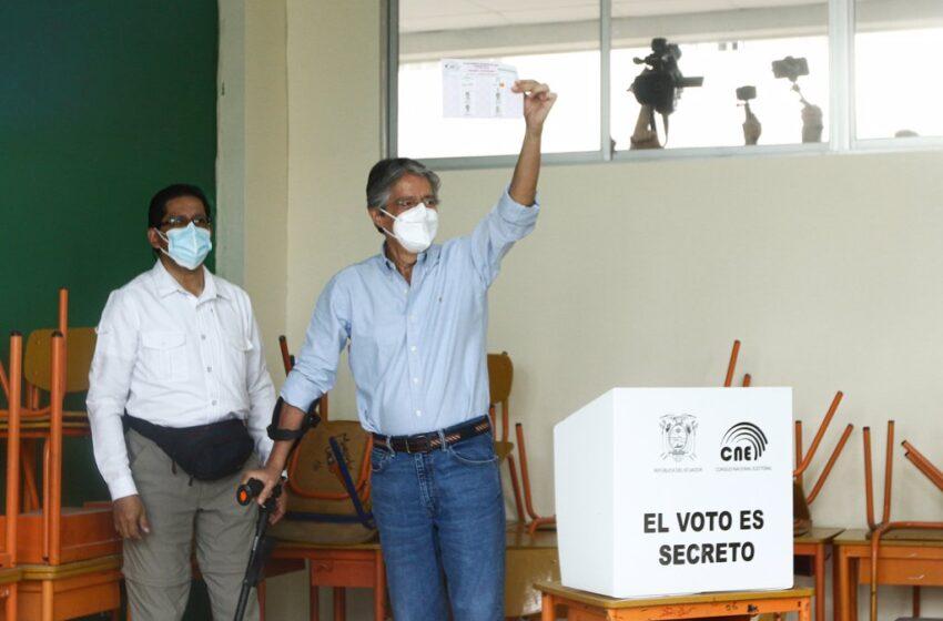 Lasso se impone a Arauz en Ecuador con el 90 por ciento de los votos escrutados