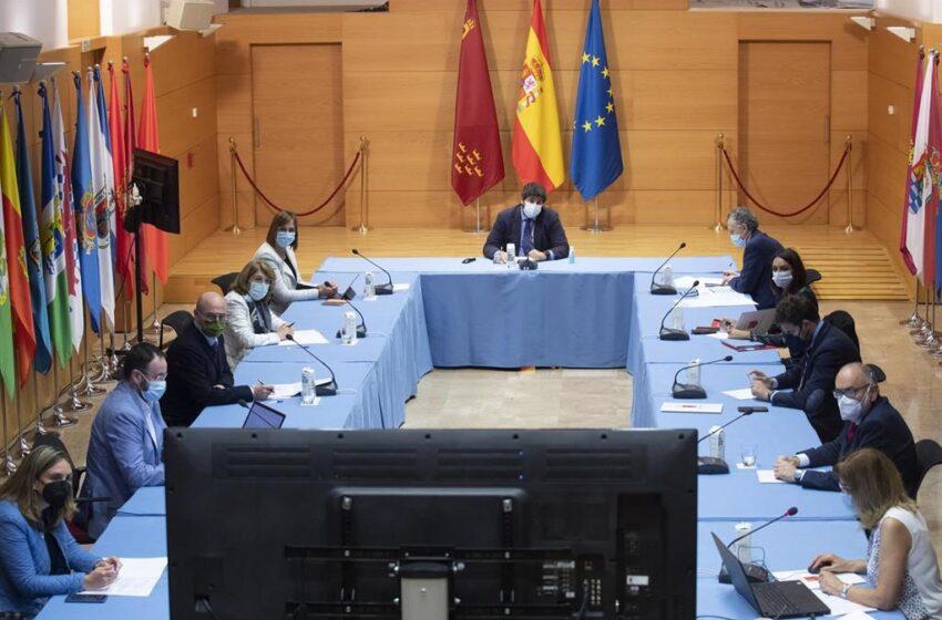 Murcia retrasa el toque de queda de 22 a 23 horas y amplía el número de comensales en terrazas de 4 a 6