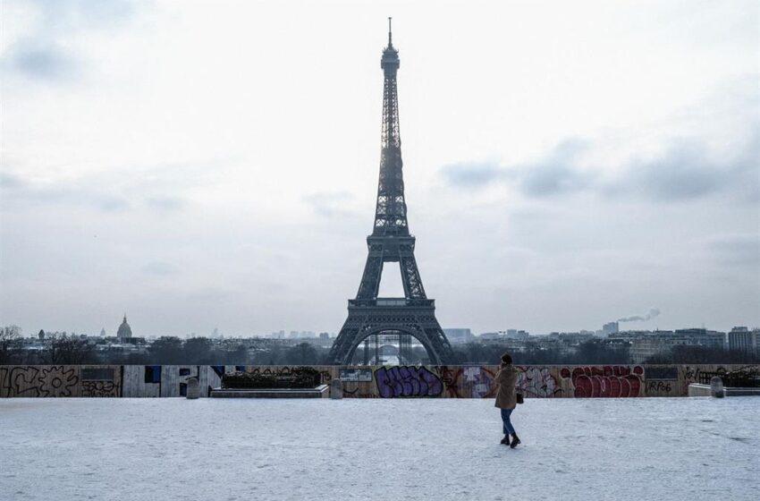 Un muerto y una herida por un tiroteo junto a un hospital de París