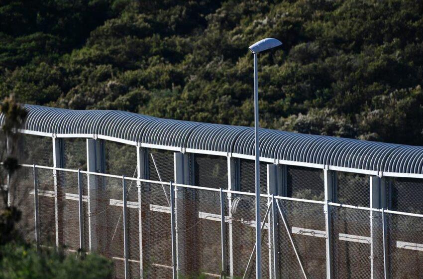 Guardia Civil y Fuerzas de Seguridad marroquíes repelen un intento de entrada en grupo en Ceuta de 60 subsaharianos