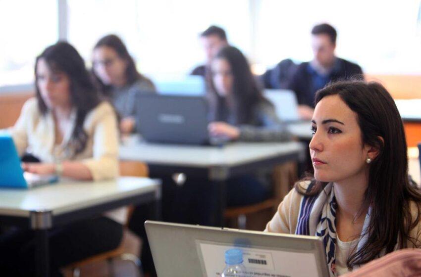 El Gobierno plantea bajar a un 5 la nota para becar a estudiantes de Máster habilitantes