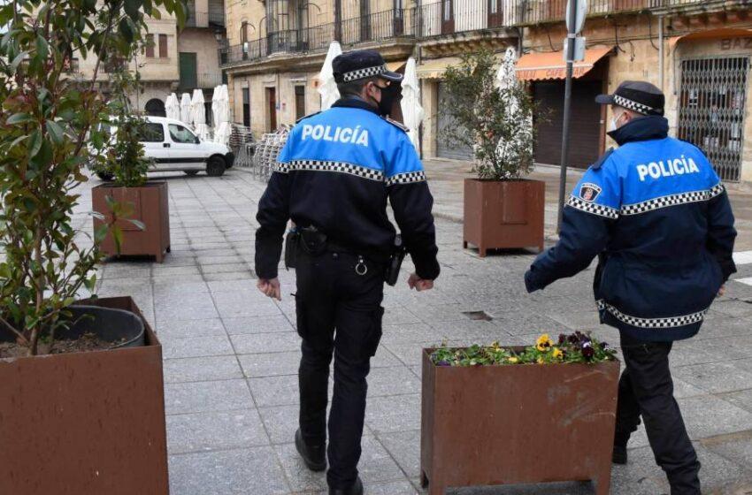 Desmadre en un bar de Salamanca: 30 personas sin mascarilla, consumo en barra y bailes en la pista
