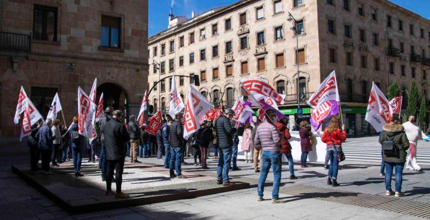 UGT y CCOO vuelven a concentrarse ante la Subdelegación del Gobierno de Salamanca