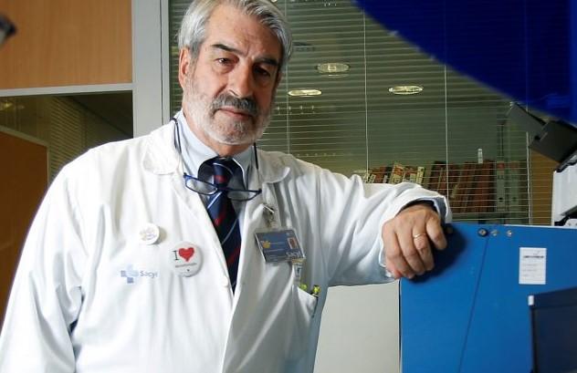 El experto en virus respiratorios Raúl Ortiz de Lejarazu aclara numerosas dudas, en el que han participado un centenar de personas