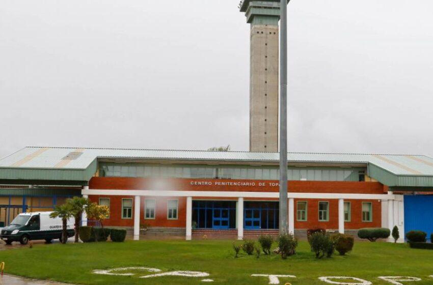 """La cárcel de Topas, a punto del """"colapso"""" de personal después de que la administración traslade a 18 funcionarios"""