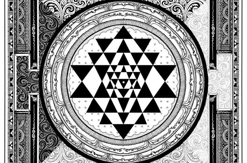 Los yantras son formas geométricas de carácter sagrado, de círculos, triángulos y cuadrados; y a veces también con una flor de loto.