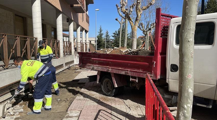 El Ayuntamiento de Carbajosa destaca el buen hacer del servicio de mantenimiento de viales tras dos meses