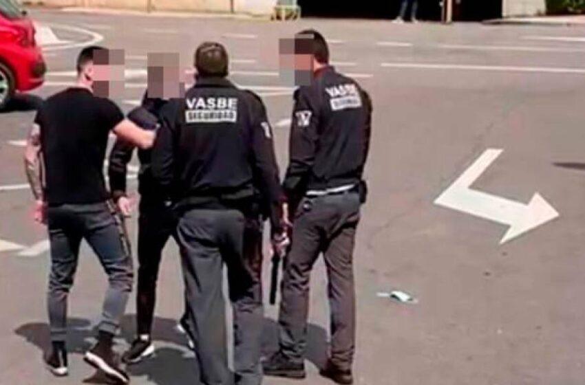 Los vigilantes y sus agresores retiran las denuncias por la agresión en el Hospital