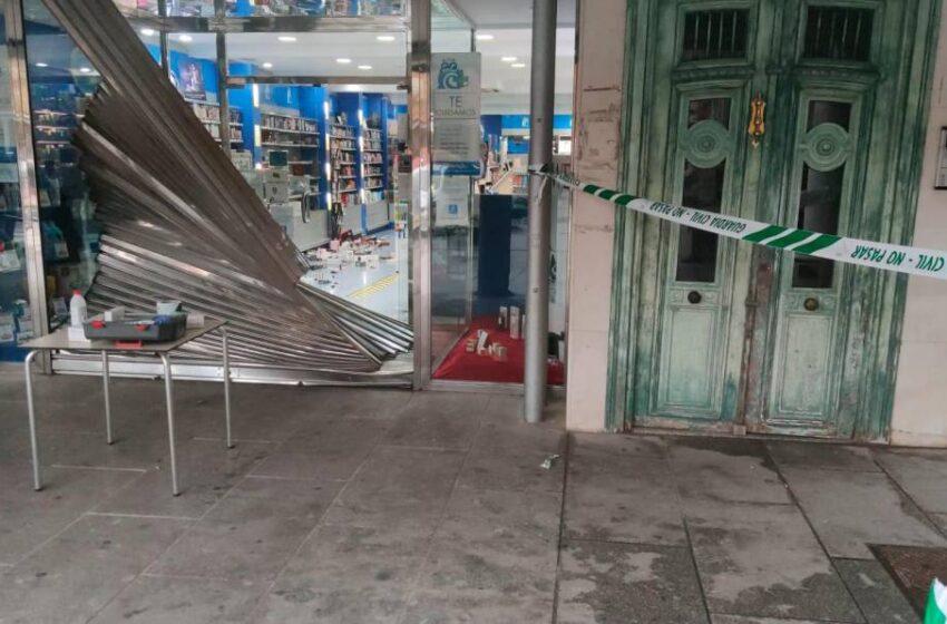 Roban un coche y lo empotran contra una perfumería para sustraer perfumes en Peñaranda