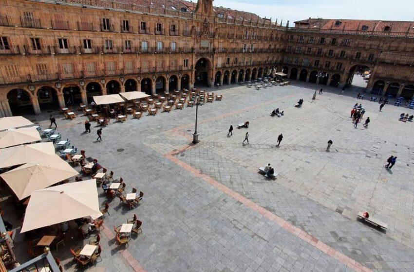 Los hosteleros de la Plaza Mayor pueden pedir ya los permisos para instalar cortavientos