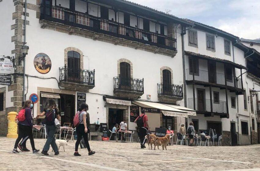 Primer fin de semana sin estado de alarma en la provincia: discreta llegada de turistas y masivo desembarco en las segundas residencias