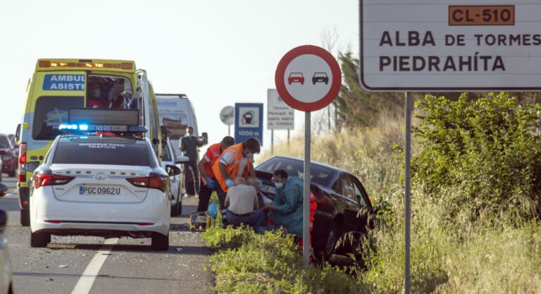 El siniestro se produjo a las 08.10 horas de este 10 de junio en la carretera de Alba de Tormes