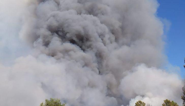 VÍDEO | Importante incendio en Serradilla del Arroyo: gran movilización, con siete helicópteros y dos hidroaviones, para sofocar unas llamas que no dejan de avanzar