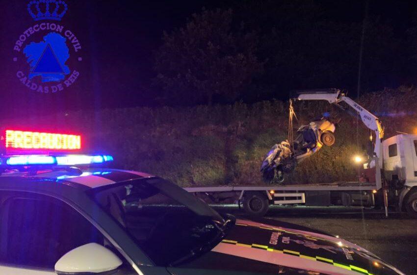 Colisión entre un camión y un coche en Caldas de Reis