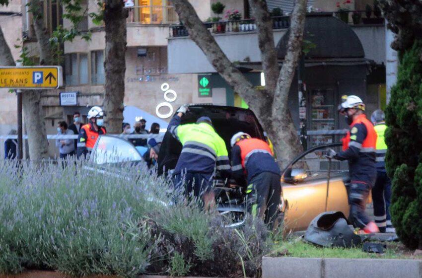 VÍDEO. El vehículo quedó bocabajo y hasta el lugar del accidente acudieron varias ambulancias y varias dotaciones de Bomberos y Policía