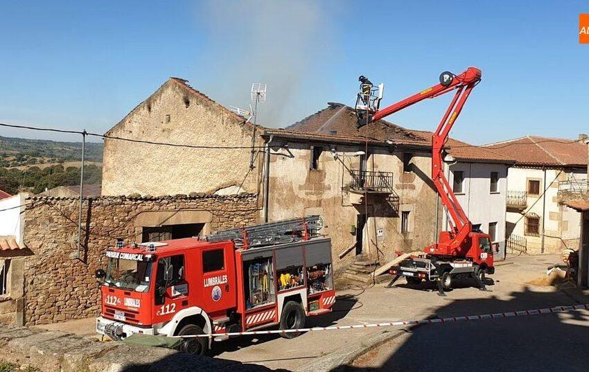 Los Bomberos de Lumbrales controlan un peligroso incendio en una vivienda en Bermellar