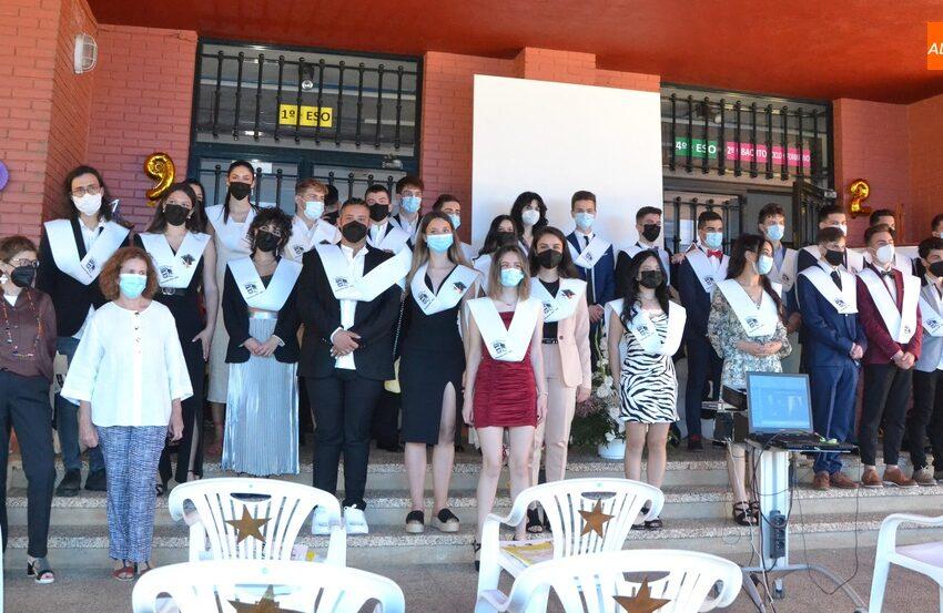 Los alumnos de 2º de Bachillerato del IES Fray Diego Tadeo festejan su graduación