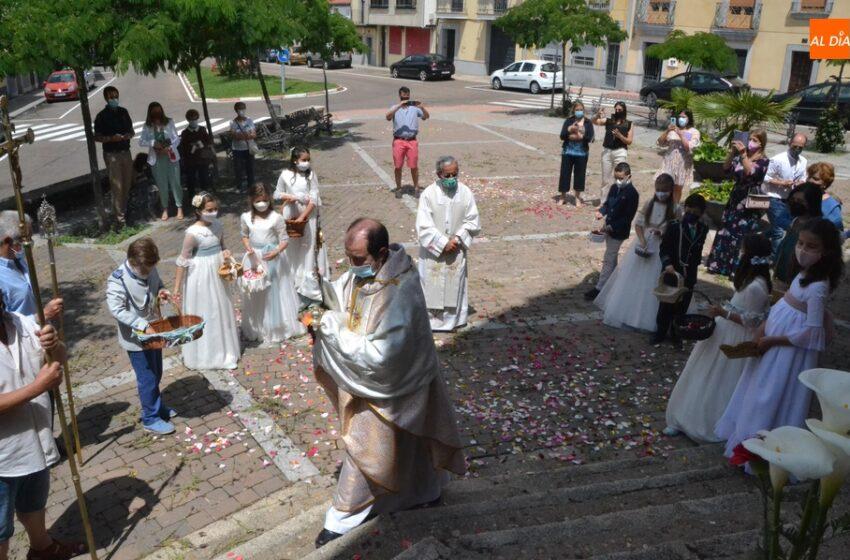 La Parroquia de San Cristóbal celebra la Octava de Corpus con una breve procesión