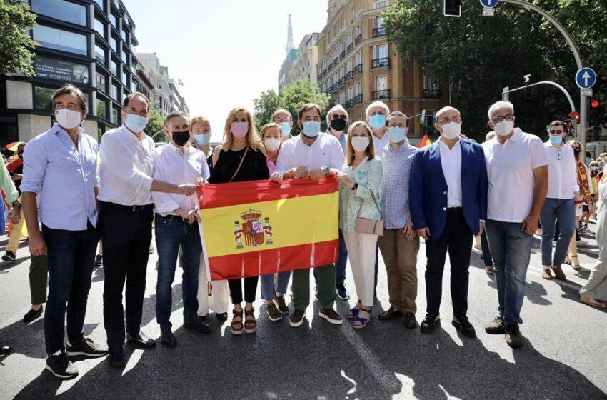 El PP se vuelca en recoger firmas contra los indultos el día la protesta de Colón, en la que evita la foto con Vox y Cs