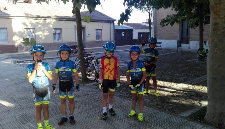 Los equipos de la Escuela de Ciclismo compiten en distintas Vueltas y los más pequeños viajan a Segovia