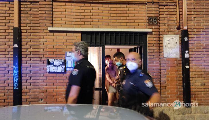 Detenido un atracador que se atrincheró en su casa tras robar a punta de pistola un estanco de la plaza de Barcelona
