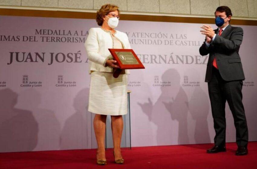 Emotivo reconocimiento de la Junta al comandante Juan José Aliste