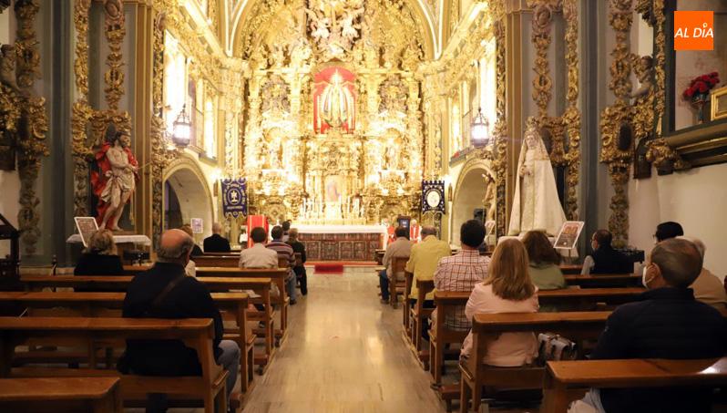 Numerosos fieles participan en la XVI Exaltación de la Cruz