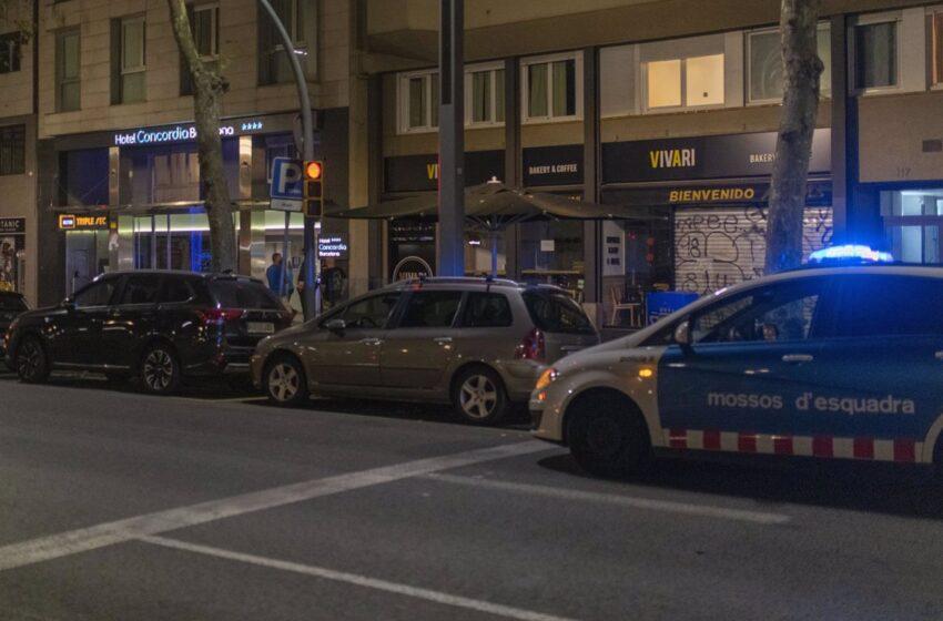 Hallan a un hombre muerto e investigan si es el presunto asesino de su hijo en un hotel de Barcelona