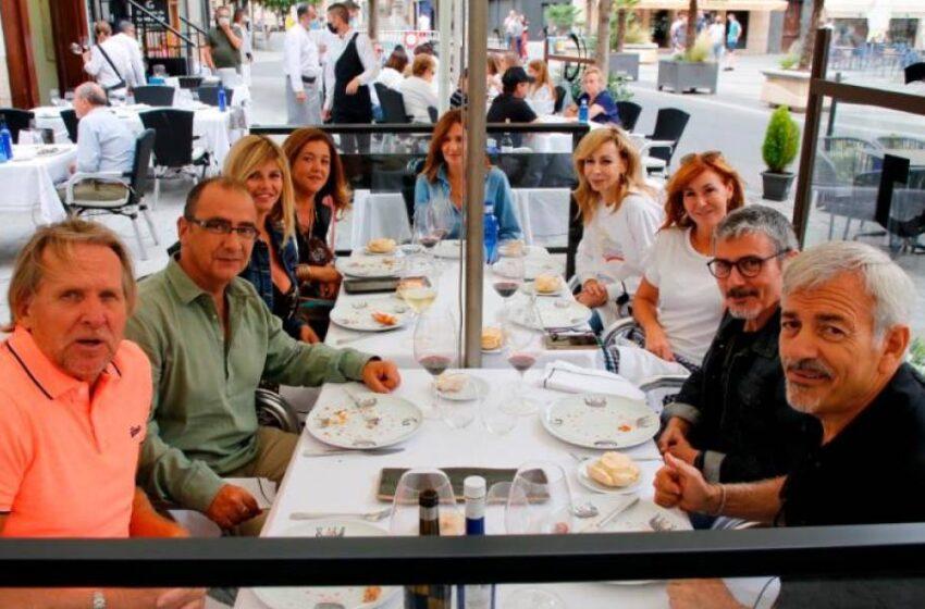Encuentro de rostros mediáticos en un restaurante del centro de Salamanca